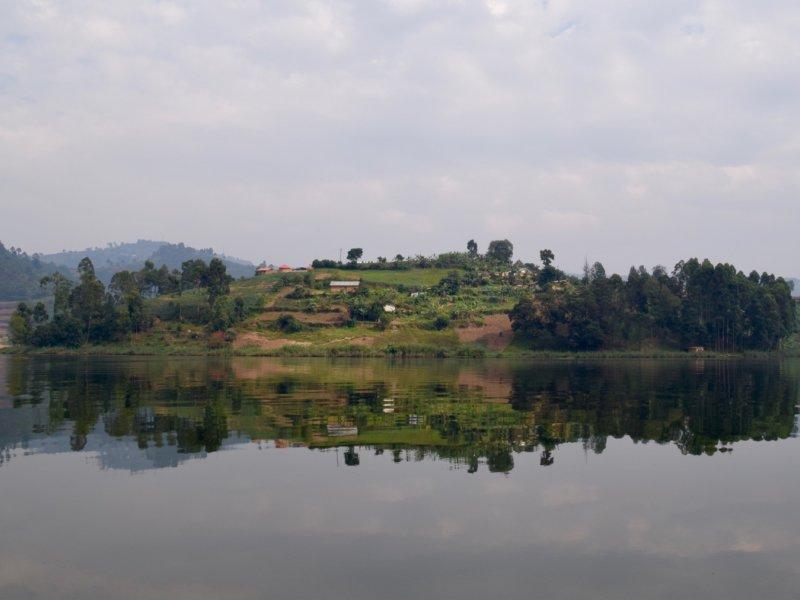 Uganda_LakeBunyony1