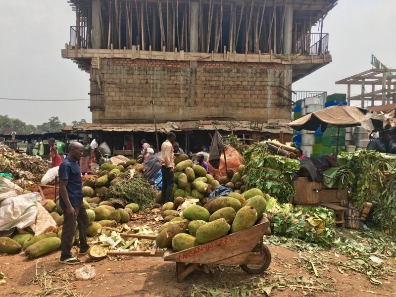 Uganda_Owinomarket3